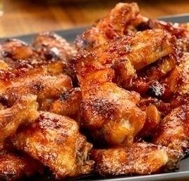 ALI DI POLLO ALL'ARANCIA - www.iopreparo.com:  Ali di pollo all'arancia: condite con marmellata di arance, senape e peperoncino. Non hanno bisogno di marinatura. Cottura in forno e  sono gustosissime! Una tira l'altra...