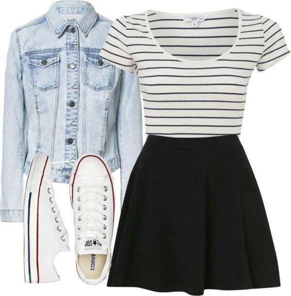 Jupe noir ample et taille haute, t-shirt marinière rentré à l'intérieur, blouson en jean et converses blanches