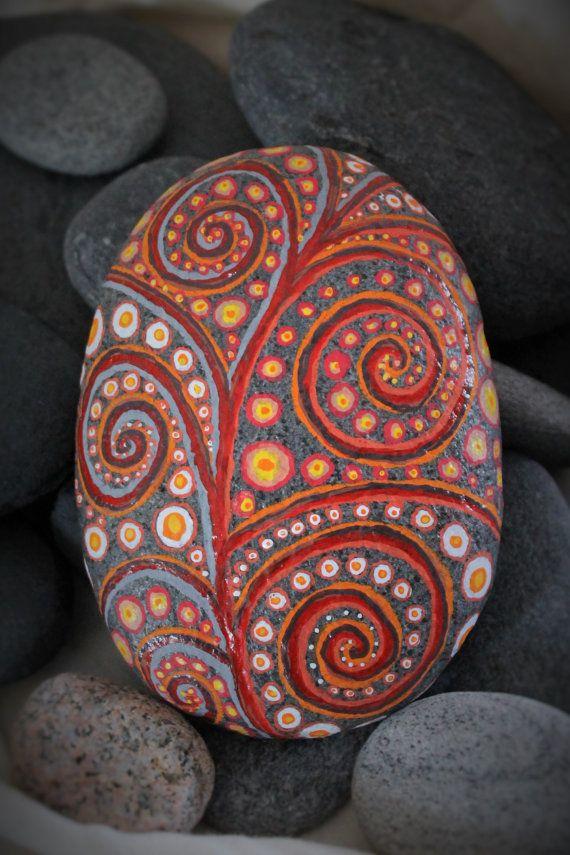 Felsen Entlang Der Küsten Von Rhode Island, Verwittert Und Glatt. Strudel  Von Rot Und