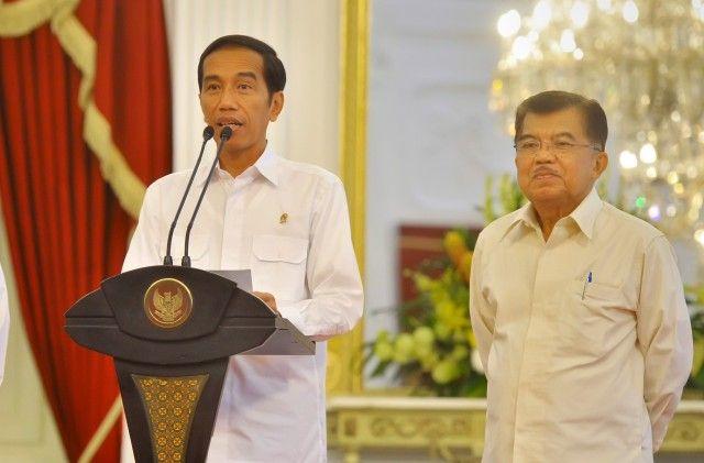 Presiden Joko Widodo didampingi Wapres Jusuf Kalla di Istana Merdeka, Jakarta.