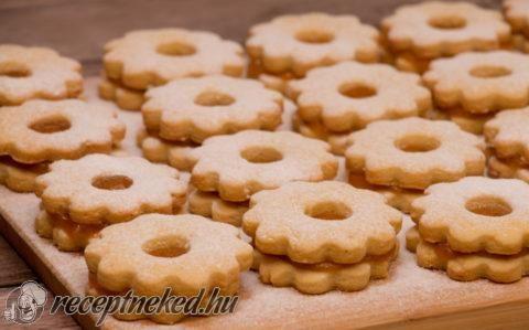 A legpuhább linzer karika recept fotóval