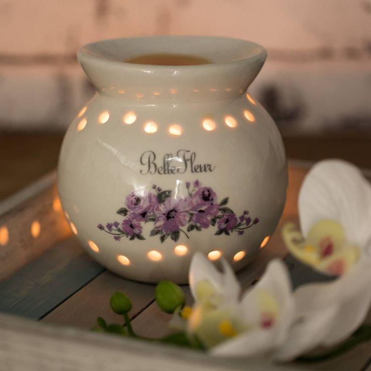 Podgrzewacz Belle Fleur wys. 12cm 12x13x12cm Podgrzewacz Abir Green wys. 13cm 12x12x13cm #decoration #candles #christmas #gift #interior #wnetrza #salon #sypialnia #nastroj #pomysł #ideas #dekoracje