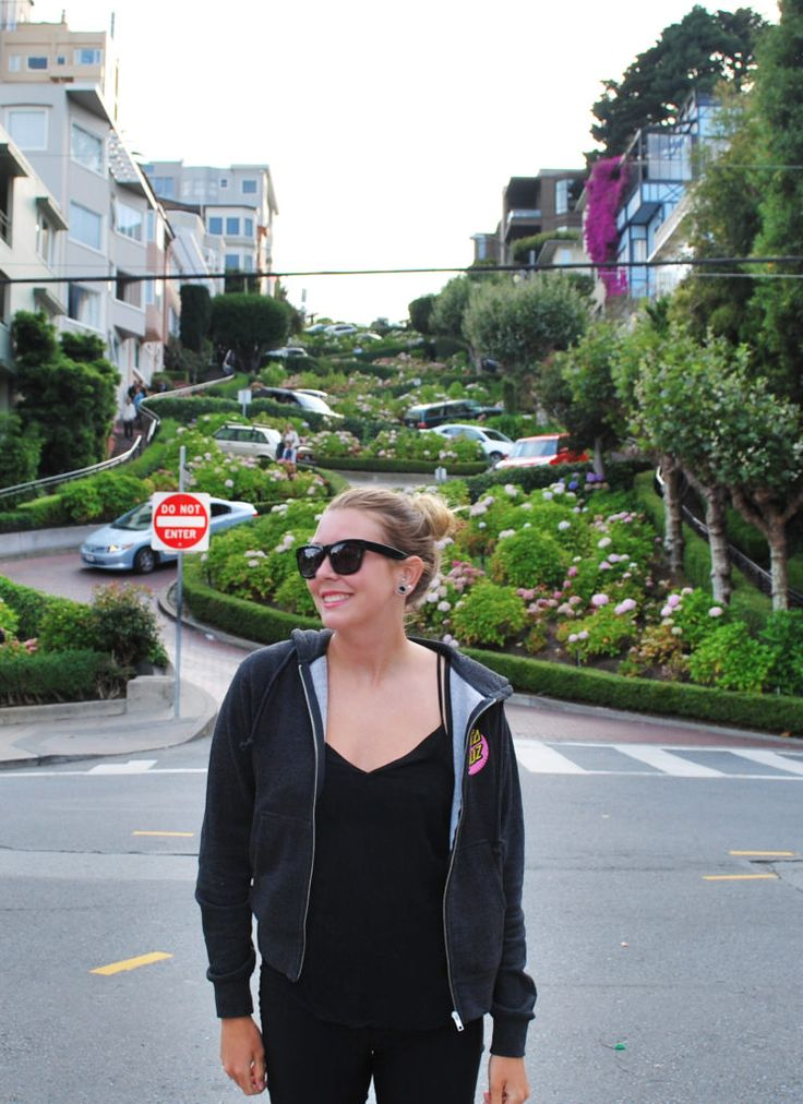 San Francisco in a Day - City Guide. Lombard Street.