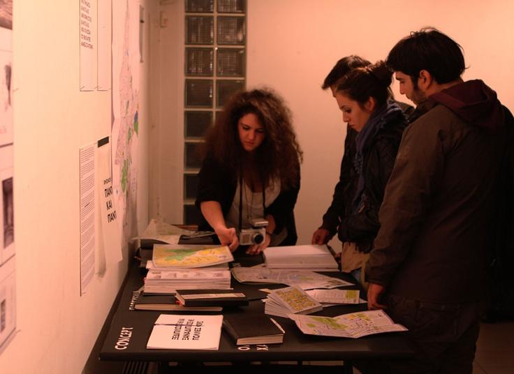 """Αναλύοντας το project μου """"Εύκολη Πόλη Αθήνα"""" στους επισκέπτες της Έκθεσης μεταπτυχιακών Προγραμμάτων (Master) αποφοίτων 2010 - 2011."""