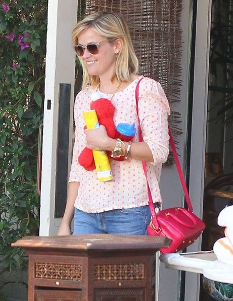 Reese Witherspoon - Reese Witherspoon & Family Out For Lunch In Santa Monica