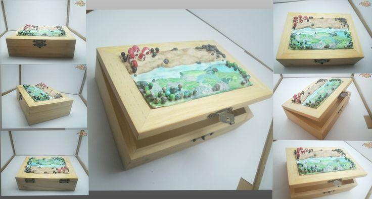 """Caixa """"O Rio II"""". Caixa de madeira decorada com cerâmica plástica. Feito à mão. Peça única. Fimo polymer Clay"""