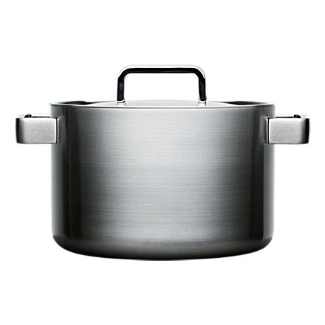 The Iittala Tools 5,0 L casserole with lid by Björn Dahlström (1998). This has a 22 cm base, sharing the same lids as the 3,0 L and 4,0 L casseroles, which are still missing from my collection.