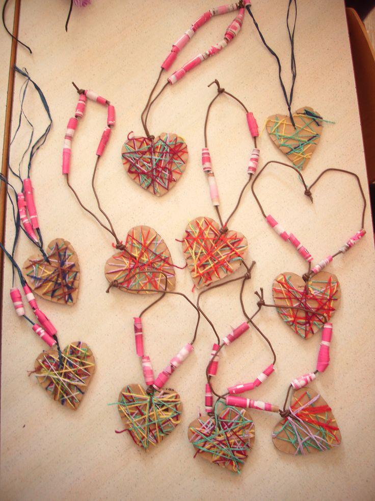 collier de st-valentin... avec pailles, carton et laine