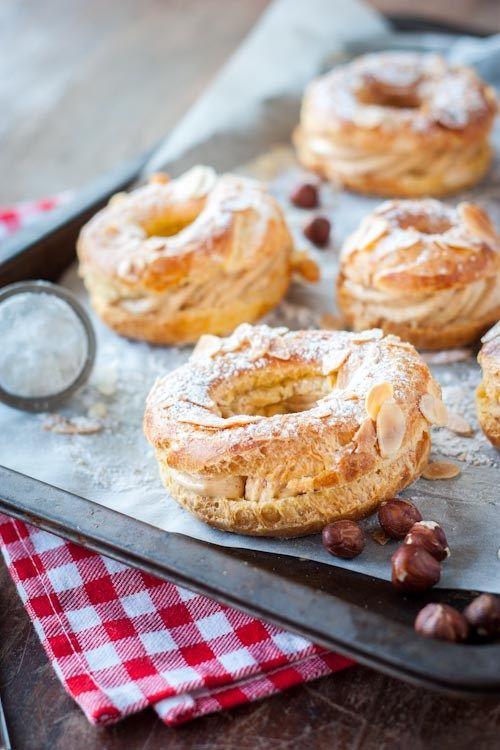 Aujourd'hui, on révise ses classiques avec Le Paris-Brest ; ce petit gâteau composé de pâte à choux et garni de crème au beurre au praliné. Bon, certes, ce n'est pas le dessert le plus …