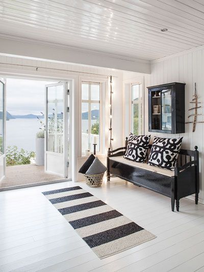 This home is by a lake, but I could imagine it as a beach~style home...Anna Truelsen inredningsstylist