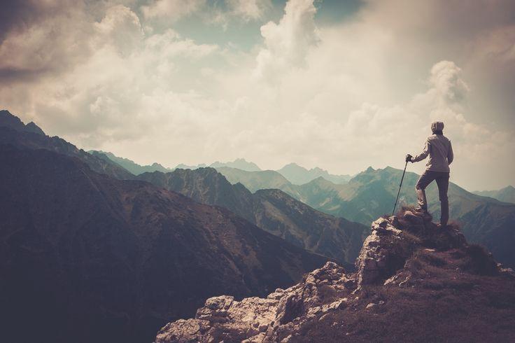 Gunung Raung Gunung yang masuk ke dalam golongan stratovolcano ini sampai saat ini masih aktif. Satu jalur yang terkenal ekstrem di sini adalah dengan melewati Kalibaru. Untuk bisa mencapai puncaknya, kamu semua harus menempuh jarak kurang lebih 17 km melewati medan berbatu dan terjal. Untuk bisa menempuh jarak tersebut, para pendaki membutuhkan waktu kurang lebih …