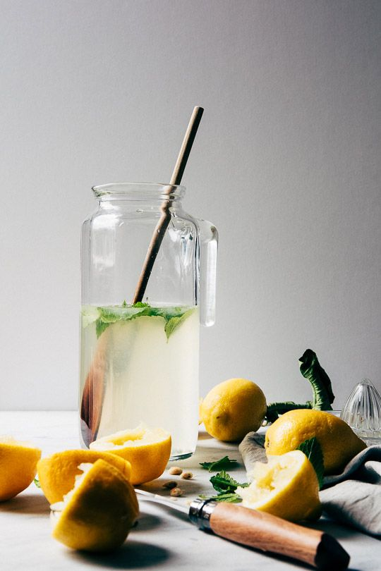 Zomer! Tijd voor citroenlimonade met citroenmelisse.