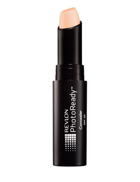 Revlon PhotoReady Concealer is designed with innovative photochromatic pigments in the formulation that bend and reflect light to give you a flawless, airbrushed appearance in any light.