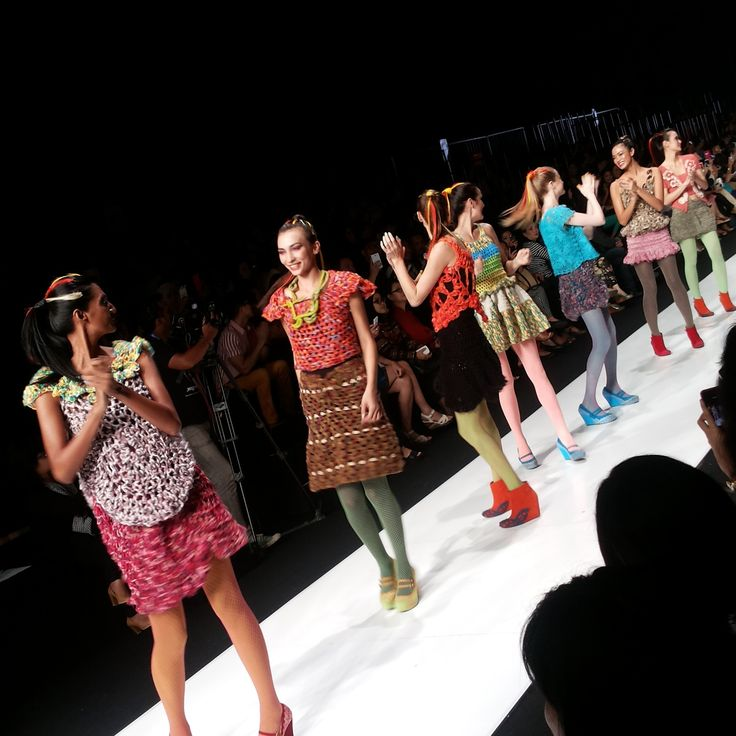 Sangat colourful, energic and beauty with #ColourCrushID @Matty Chuah Body Shop Indonesia rajutan penuh warna dari Lenny Agustin #TBSforJFW2014   Day #6