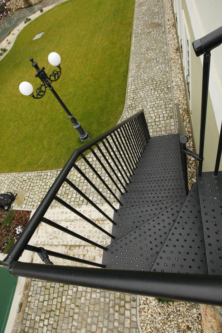 Exteriérové schodiště JAP 300e. Segmentové schodiště, stupeň - perforovaný plechový výlisek#schody#schodiště#stairsdesign#modernarchitecture#design#house#zabradli#novinky