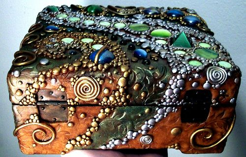 Lidded treasure box back view