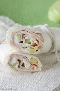 Cucumber Ranch Turkey Tortilla Wrap Recipe // healthy lunch ideas @5dollardinners