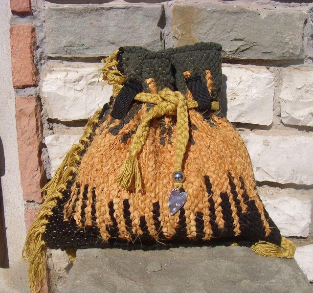 weaving wall art and bags:     Χειροποίητη υφαντή τσάντα πλάτης διαστάσεων 0....