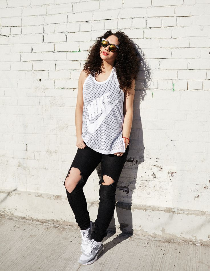 Street style post - Nike tank - Nike airmax - ripped jeans