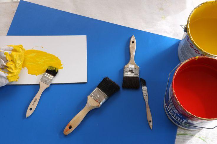 Maalarit työskentelevät maalaus- ja rakennusliikkeissä tai voivat ryhtyä itsenäisiksi yrittäjiksi. Myös metalli- ja puuteollisuus työllistävät maalareita.