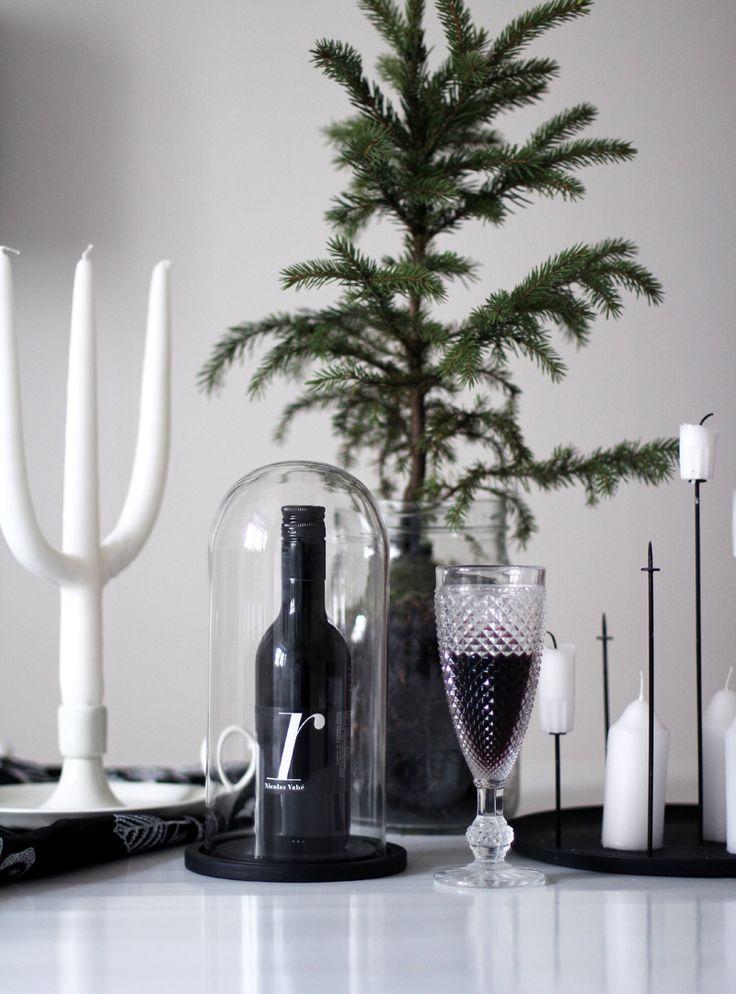 Tämmöisiä kivoja juttuja on kertynyt meidän ruokapöydälle tällä hetkellä, jokintyyppiseksi jouluasetelmaksi sitä voisi vissiin kutsua. S...