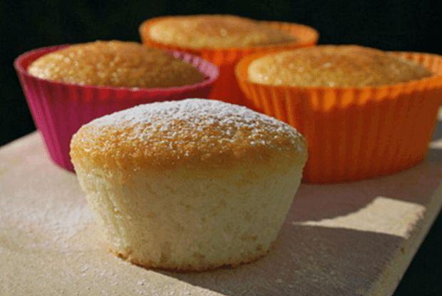 Tak tyto muffiny se opravdu velmi povedly. Toto těsto se dá také použít do dortu, do jakékoliv jiné formy. Ke měření budeme potřebovat jen hrnek 2 dcl, takže žádné váhy ani odměrku vytahovat nemusíme. Do muffinů jsme přidali kokos, aby nám hezky voněly a jogurt, výsledek byl perfektní. Jsou velmi rychlé a skvělá volba ke …