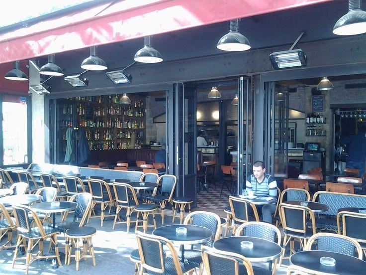 Humour Belge flamand: Incroyable ce bar, tout y est gratuit