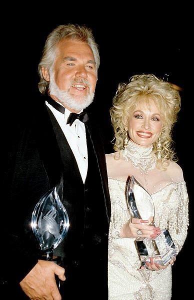 http://abcnews.go.com/GMA/video/kenny-rogers-dolly-parton-reunite-duet-20287552