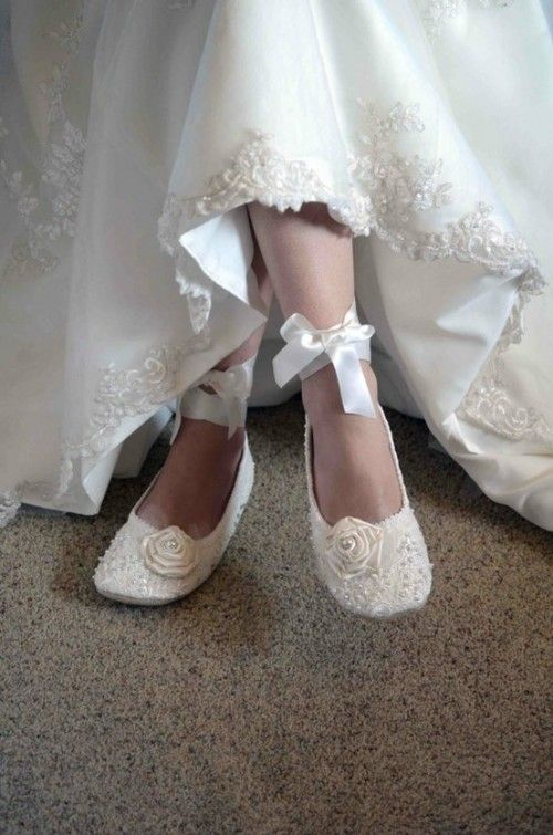 due to a fall vintage wedding, flats are the perfect combination with a long fitted dress. #nothingtofancybutstillagirlsbestfriend