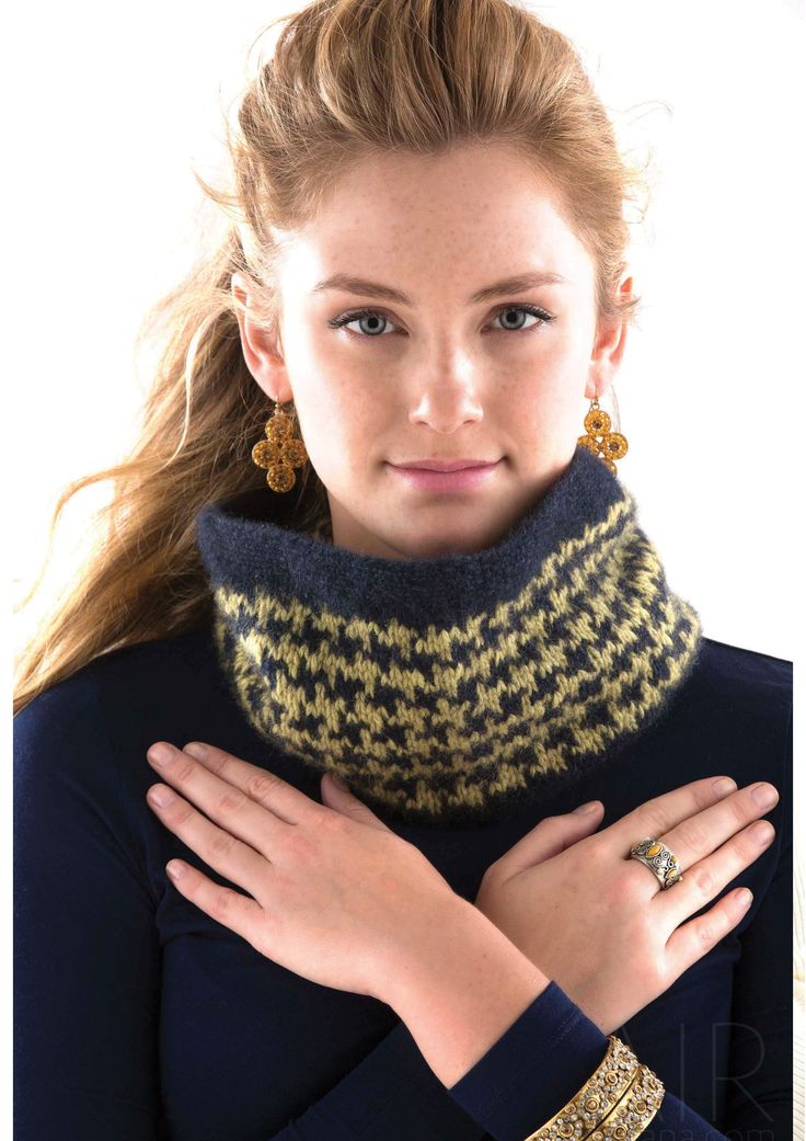HOUNDSTOOTH COWL - Designed by Ashley Rao, as featured in the Zealana AIR Chunky Pattern Book.