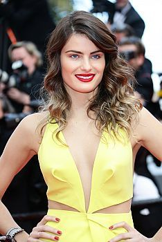 FashionTV Romania | Isabeli Fontana pe covorul rosu la Cannes tot ce trebuie sa stii despre machiajul si... | Fashiontv Cannes 2014