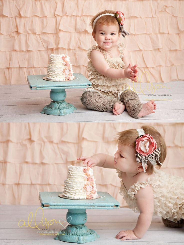 """Verjaardagsuitnodiging met quote als: """"een hele taart krijg ik niet op, daarom trommel ik jullie op"""""""