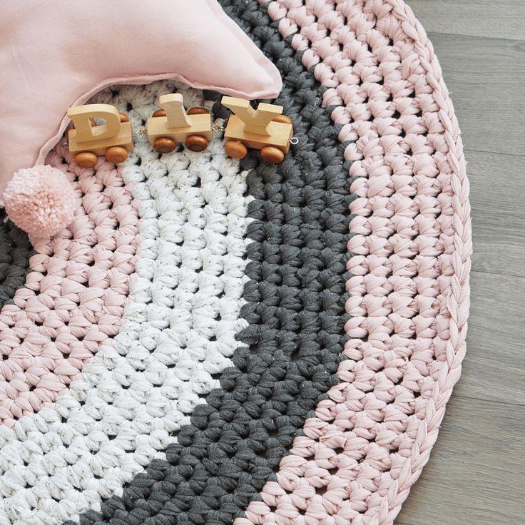 die besten 25 runde teppiche ideen auf pinterest runde teppiche deko und runde spiegel. Black Bedroom Furniture Sets. Home Design Ideas