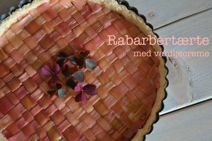Vanilla pie with rhubarb - Recipe in Danish