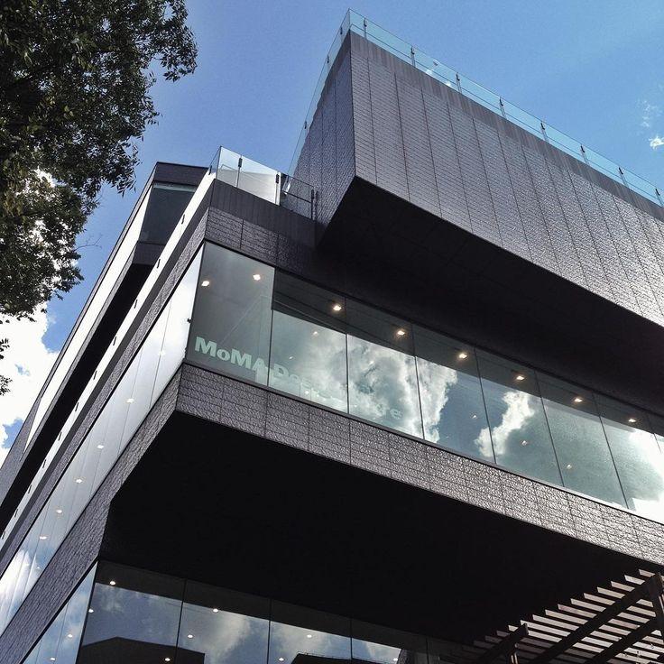 """""""MVRDV設計。  階ごとに構造が「回転」している。  から中にいても外から見ても、コレだっていう決め手を探せない最高にクールなシステム。  内装も超格好良いんだよ。。 #architect #architecture #architecturelover #architectureporn…"""""""
