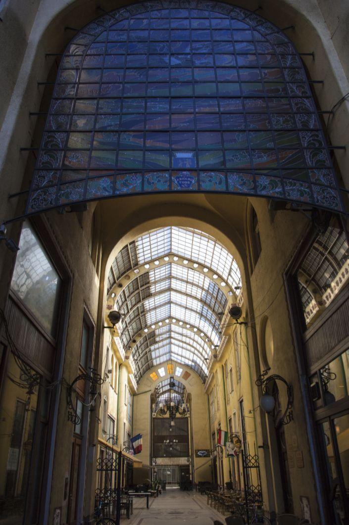 Oradea - Palatul Vulturul Negru, arch. Komor Marcell şi Jakab Dezsö, 1907-1908, galeria vitrată. © Musée de Pays des Cris, Oradea
