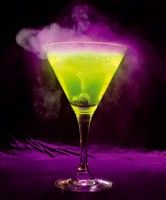 Great for Halloween, the drink glows in the dark  and  under a black light, thanks to the interaction of the blue curacao and the green lime juice. You can also add Illuzoon a natural colorant with an amazing effect: it glows under UV-light.