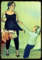 Cute Maternity photo idea!