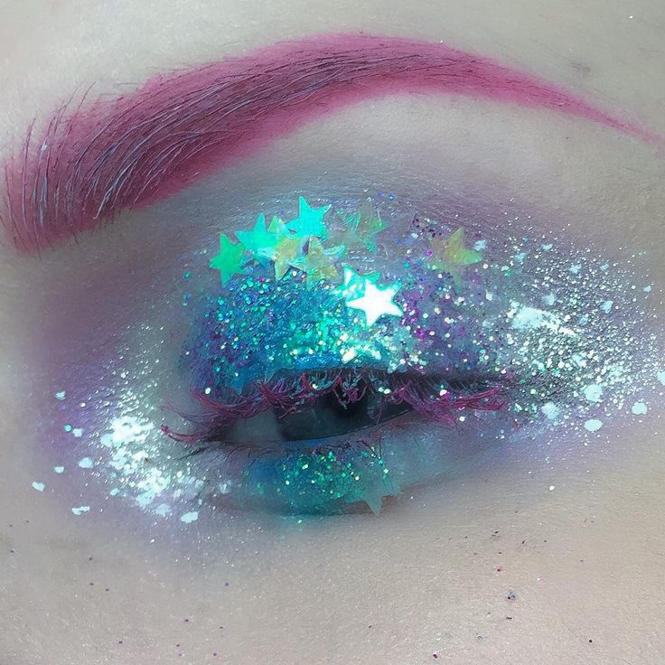 """""""I believe in fairies ✨ I basically threw all my glitters on my lid, used @glitterinjections and @makeupstudionl glitter. I have some more Halloween looks…"""""""