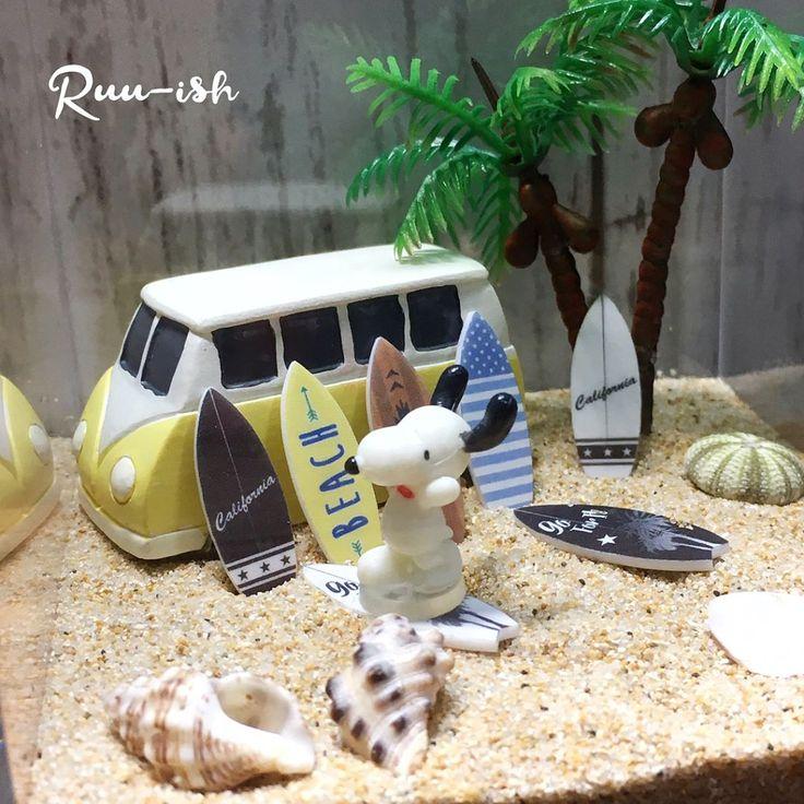 . サーフボードインテリア(参考商品) . 今日は、こんなの作ってました(笑) . 水晶浜で拾った貝殻と砂を閉じ込めてみた🐚 . やっぱかわいい😍 . #handmade #wave #surf #surfgirl #surfboard #sea #wtw #rhc #bayflow #miniature #miniaturesurfboard #サーフボード #ビーチガール #海を感じるインテリア #ベイフロー #ダブルティー #西海岸インテリア #西海岸スタイル #ミニチュアサーフボード #ミニチュア