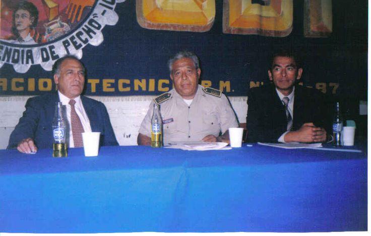 """Charla con el Presidente del Poder Judicial y el Jefe de la Unidad antidrogas de la Policia Nacional  en el colegio """"Toribio Polo"""" de Ica."""
