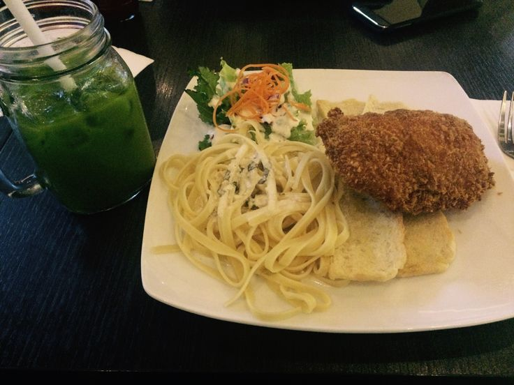 Chicken with smoke beef and cheese inside  And trust me, the greentea latte can make you smile all day long ☺️