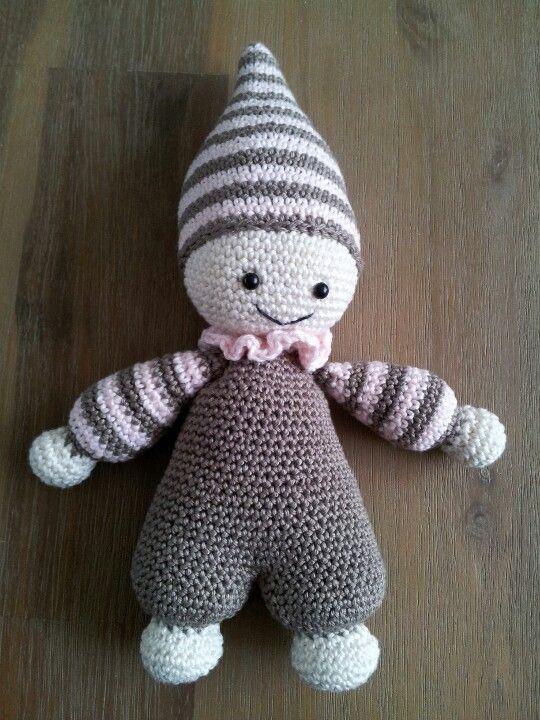 Crochet baby doll dit is ook een leukerdje alleen zou ik voor de allerkleinste GEEN kraaltjes gebruiken maar oogjes borduren