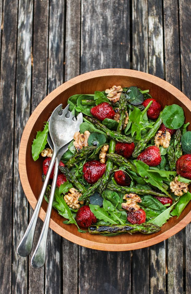 Spinach Salad with Grilled Strawberries and Asparagus