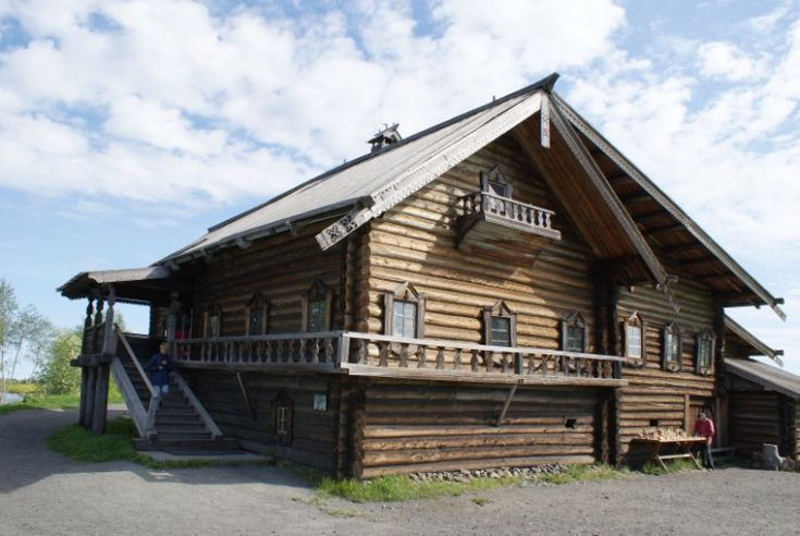 Изба́ — деревянный срубный (бревенчатый) жилой дом в сельской лесистой местности России.