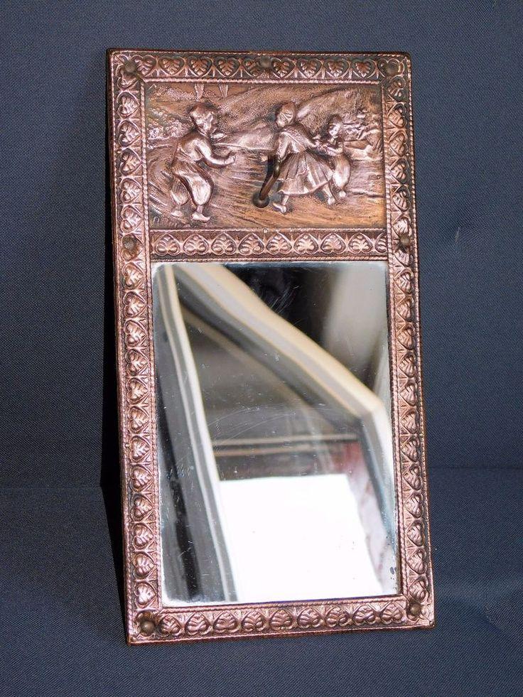 ancien miroir avec patere contour et decor aux enfants en cuivre martele miroirs pat re et. Black Bedroom Furniture Sets. Home Design Ideas