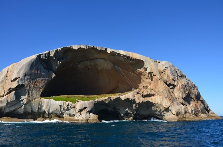 The aptly named Cleft Island | 34 Reasons Australia Is The Most Beautiful Place On Earth