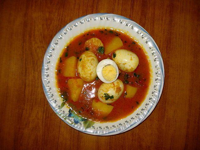 Cuisine of Karachi: Aaloo Anda Curry (Potato with Eggs)  آلو انڈے کا س...