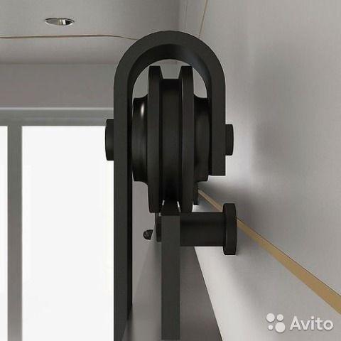 Старые Амбарные раскатные двери. Лофт интерьер— фотография №2