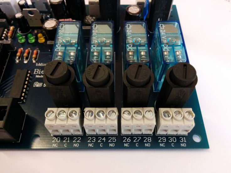 Relays, fuses and NC-C-NO digital outputs for the Bmini shield